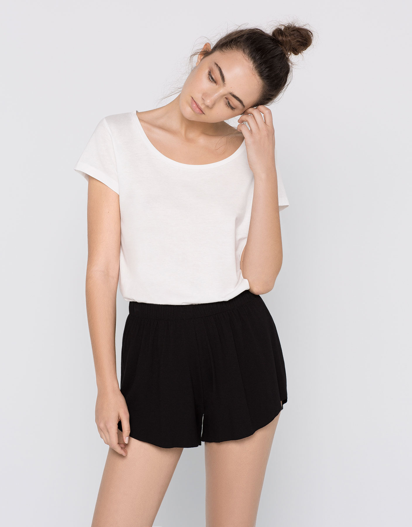 humanlike.co CREPE SHORTS by Pull&Bear